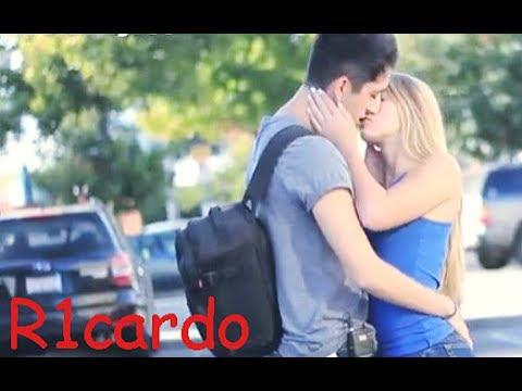 Beijando Mulheres Super Gatas Bem Quentes Diverssos em GRÁVIDAS Best Kissing Prank of 2017