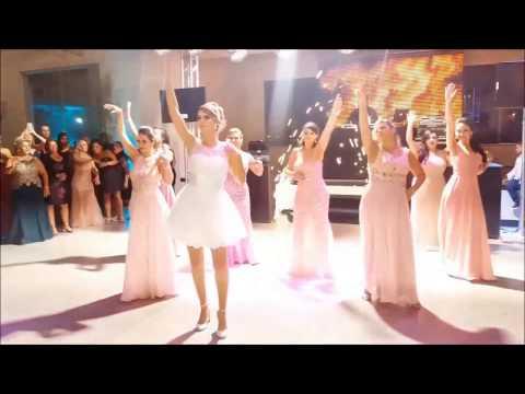 Noiva surpreende ao dançar Deu Onda Anitta Ludmilla após ser desafiada pelas Tias