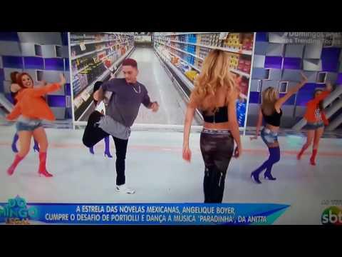 Domingo Legal - Angelique Boyer dança Paradinha da Anita