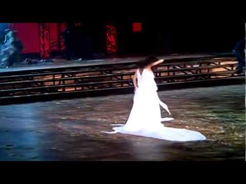 Dançarina fica pelada no Criança Esperança