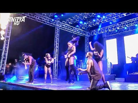 Anitta da SARRADA NO AR com Medley Funk ao vivo no São Desidério - BA 17 09 2017