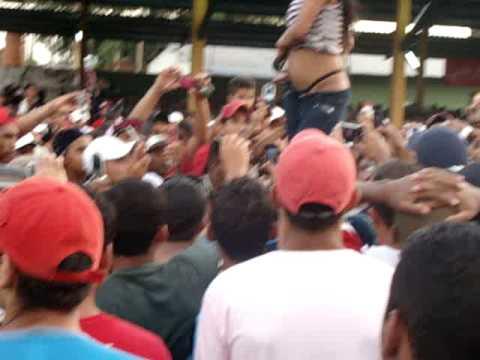 Racha de Som em Cuiabá 2009 - Funkeira Tirando a roupa