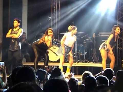 Anitta - Medley Funk em Santos 26-07-15