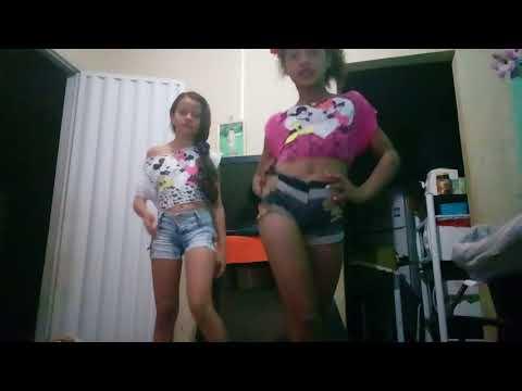 Dançando a música da Mc Tati zaqui