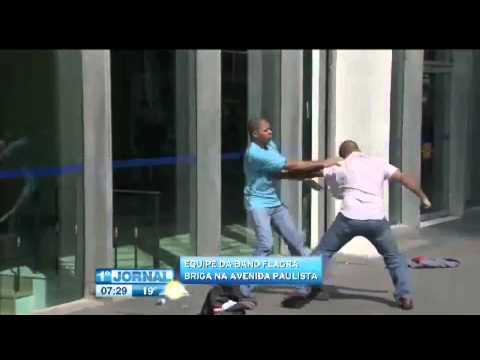 Band flagra marmanjos trocando socos na avenida Paulista