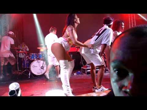 Anitta - Medley Funk trecho @ Casa Da Praia de Búzios no Réveillon - 31 12 2015
