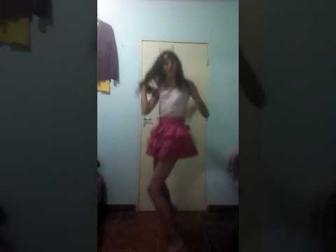 novinha braba do youtube Dançando a música nossa que absurdo de sainha com calcinha