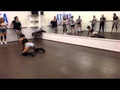 Twrk - Badinga Freestyle Twerk Booty Dance com Jé Trindade