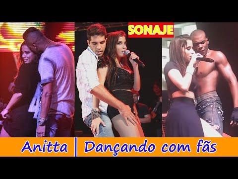 10 Momentos escandalosos de Anitta dançando com fãs
