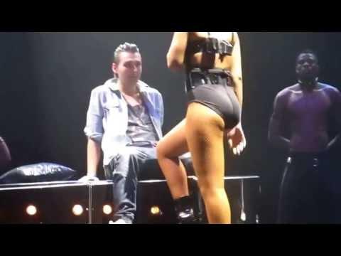 Rihanna dança de forma sensual em cima de fã