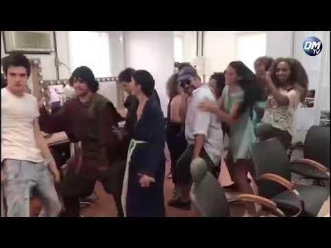 DM News Bruna Marquezine Marina Ruy Barbosa e elenco de Deus Salve o Rei dançam funk