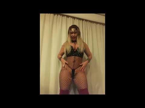 BIG BOOTY TWERK SHAKING SEXY BIG ASS