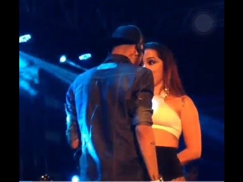 Exclusivo Anitta e Neymar fazem dança sensual durante show da cantora no seu novo show 23 02 2016