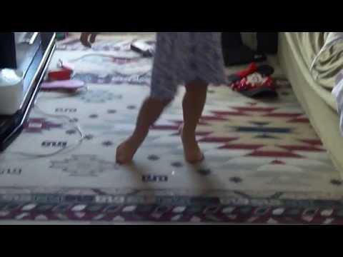 Isa dancando passinho do volante e quadradinho kkk