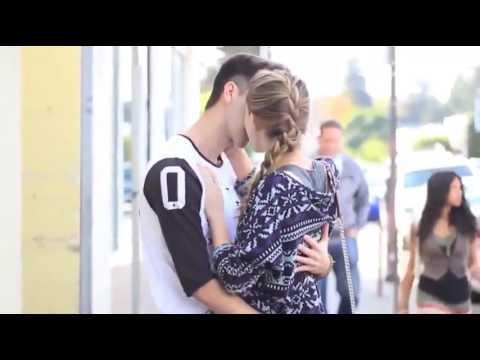 pegadinha beijando mulheres super gatas Diverssos Beijos De Lingua - Best Kissing Prank of 2016 0