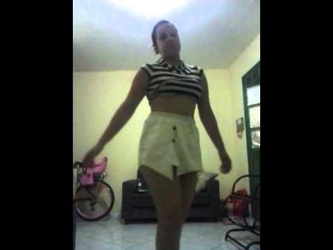 Barbara dancando quadradinho