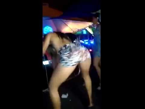 Safada tirando tudo em baile funk