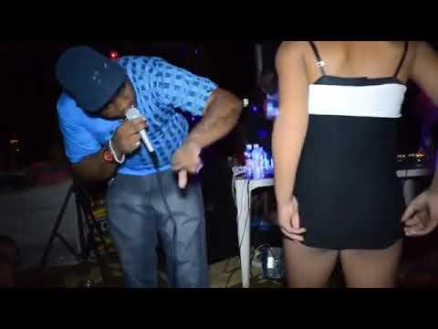 Novinhas tirando a roupa no baile funk putaria bunda Ass