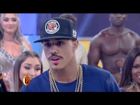 MC Livinho Canta Seus Sucessos no Legendários