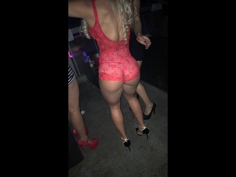 Loira gostosa dançando na balada Sexy hot blonde dance