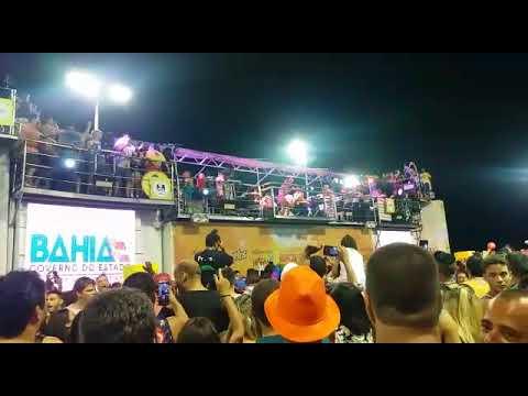 Anitta canta Não Para
