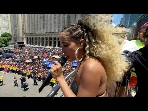 Anitta dá bronca em ladrão no Bloco das Poderosas