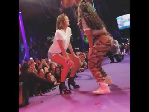 Bruna Marquezine arrasa e cai no funk com a cantora Ludmilla