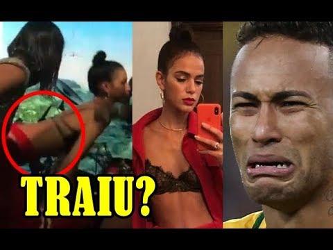 Sem Neymar BRUNA MARQUEZINE cai na farra dança funk vai até o chão e abala TRAIÇÃO