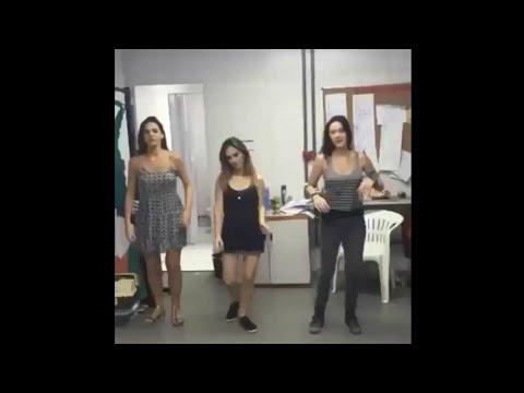 Bruna Marquezine Tata Werneck e Caroline Abras dançando funk das antigas