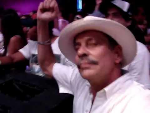 JP Candela e suas dançarinas no Pacha 2012