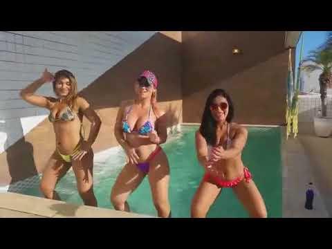 Tamara Dias e amigas na picina Dancando DE BIQUINI FIO DENTALREPRODUÇÃO DE VÍDEO