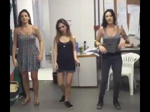 Bruna e Tatá dançam A nova loira do tchan