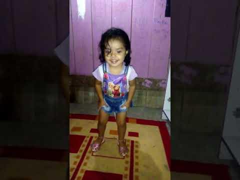 Menina de 2 anos dançarina Nayara