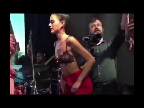Bruna Marquezine dançando funk rebolando