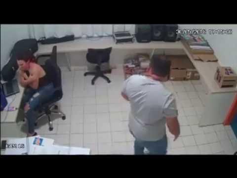 Homem soca estrangula e empurra cantora piauiense Vakeira Funkeira