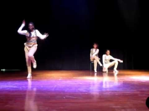 Gurias - Mostra 4º Identidade Hip Hop - 20 10 2012