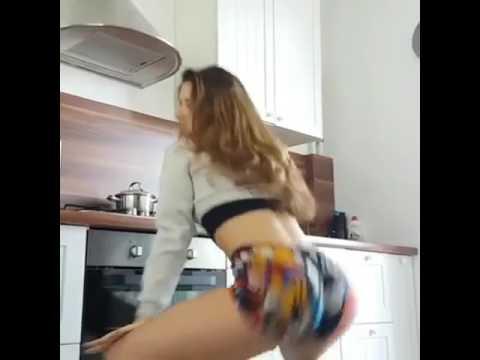 Novinha dançando 1
