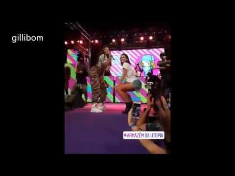 bruna marquezine e ludmilla fazendo quadradinho no baile da favorita