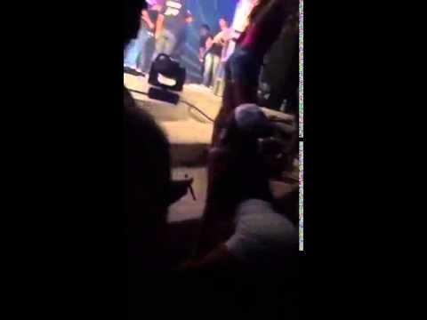 bruna Marquezine dançando ate o chão