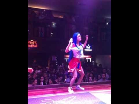 MC Tati Zaqui dançando muito