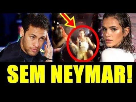 SEM NEYMAR Bruna Marquezine dança funk até o chão em Noronha 0