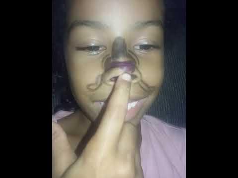 A boneca dançarina do nariz kkk