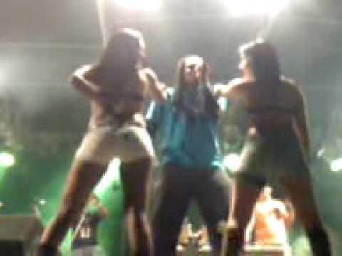 Grito Universitário 2008 - MC Negão - Dançarinas no Créu