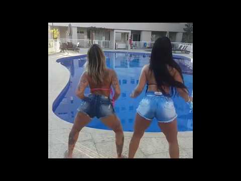 Déborah chantilly e amiga dançando funk na piscina