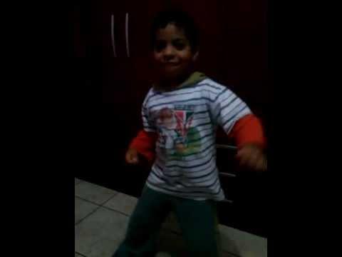 menino de 5 anos dancando mc Coringa dança sensual