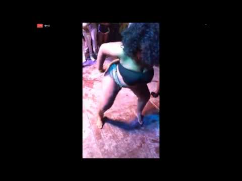 Twerk Booty Shake Fail Big Girl Falls On Her Head Still Wins The Contest