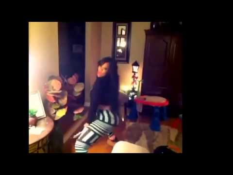 Deelishis's Late Night Booty Twerk