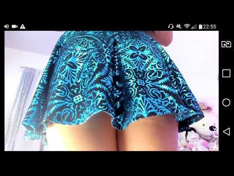 Gostosa de vestido mostando a calcinha