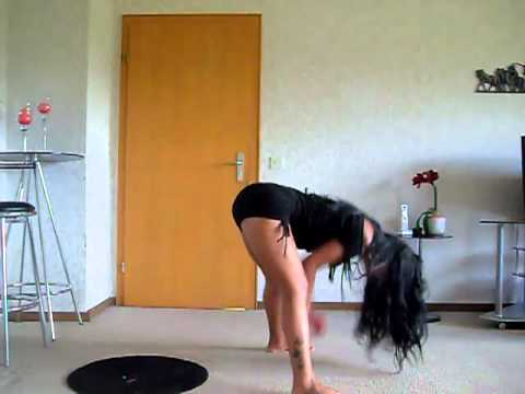 Novinha dançando funk 001