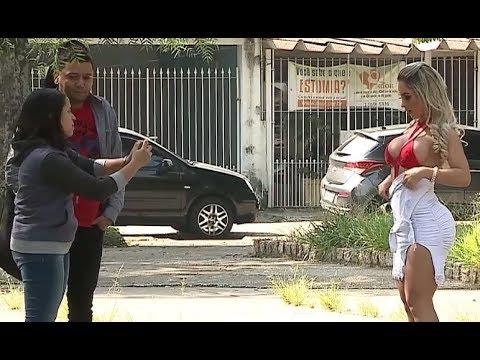 Gata pede pra mulher gravar vídeo tira a roupa e deixa marido babando